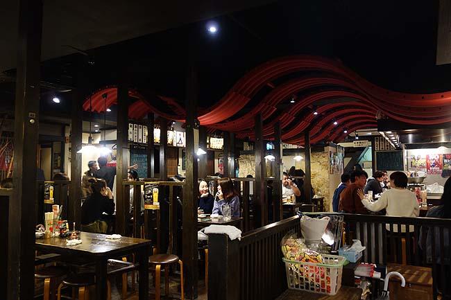 いつでも何杯飲んでも100円ビールがあります!ぼんぢりや一銀通り店(沖縄那覇)まずは沖縄らしい料理を