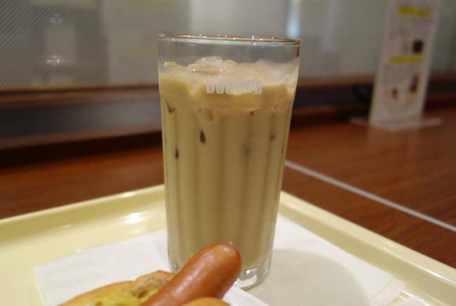 ドトール朝カフェセット定番「ジャーマンドッグ」とアイスカフェラテでノマドワーク