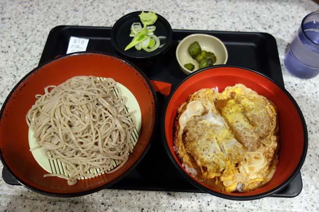 【東京B級グルメ】立ち食いそば系チェーンの「富士そば」でもりそばとかつ丼セット♪夜の浅草寺散歩で東京スカイツリー夜景