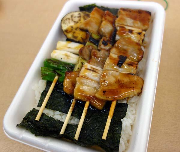 函館のB級グルメと言えばこの2つ「ラッキーピエロ」と「ハセガワストア」をはしご食い