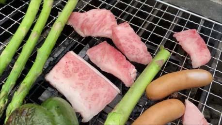 【スズキ・エブリイで初車中泊テスト】白銀荘/上富良野町日の出公園オートキャンで炭火焼肉バーベキュー♪A4ふらの和牛もいただきます