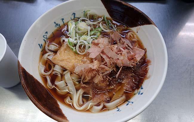 名古屋ぐるめの「きしめん」は名古屋駅ホームでもいただけます♪在来線ホームに立ち食いきしめんが何軒あるのか調査!