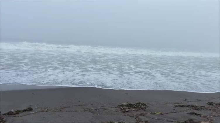 【スズキエブリイ北海道車中泊夏旅】目の前がすぐに太平洋!熱帯低気圧の通過で荒れ狂う中、波音聴きながら眠りに…道の駅[しらぬか恋問]釧路すぐ近く