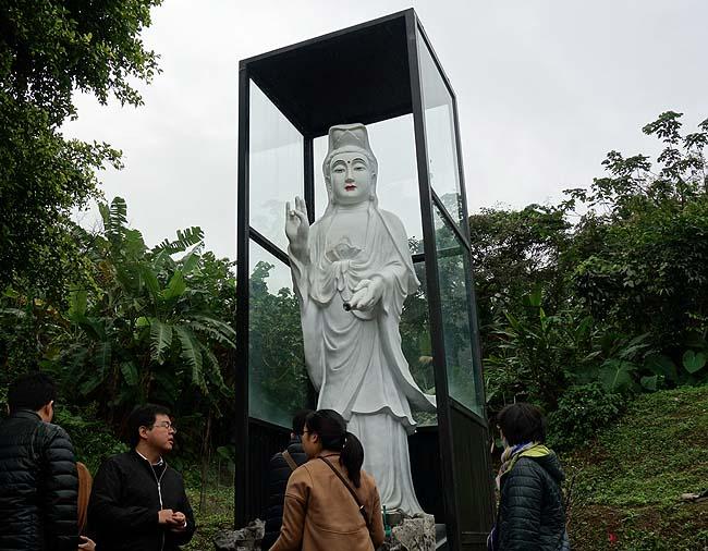 摩訶不思議珍寺!日本では絶対に存在しない!「金剛宮」(台湾台北の北方海沿い)後編