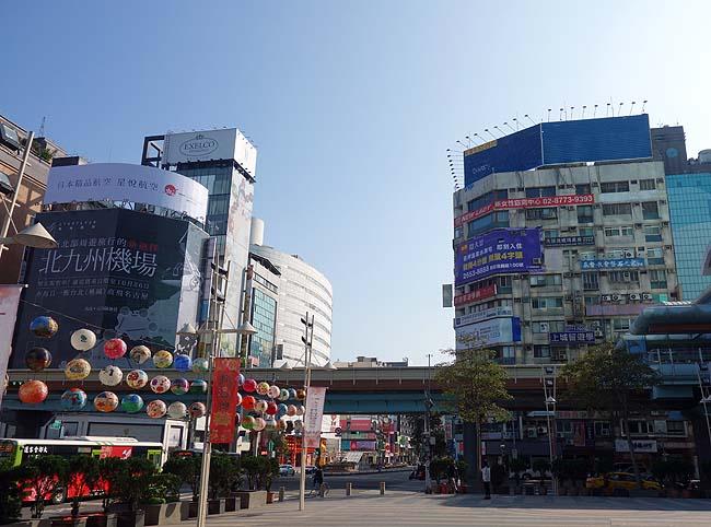 台湾ナンバー1の人気観光地「九份」ジゥフェンへはこの行き方が快適に移動できて安いですよ