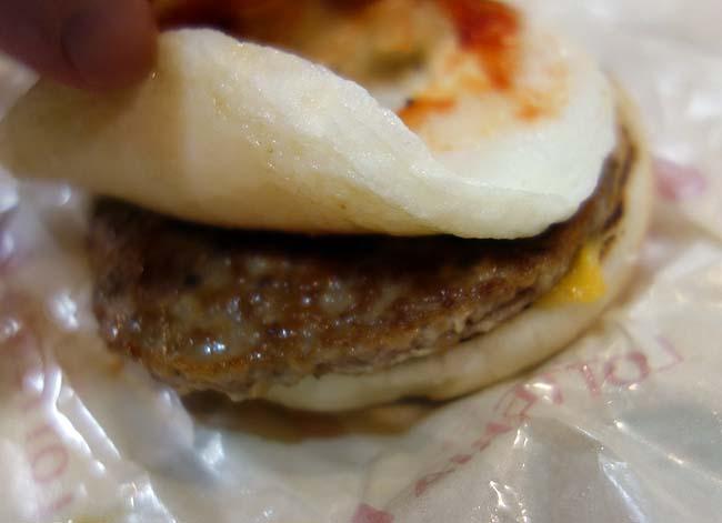 ロッテリアのモーニングメニュー「タルタルエッグ チーズバーガー」がボリュームもあって美味しい