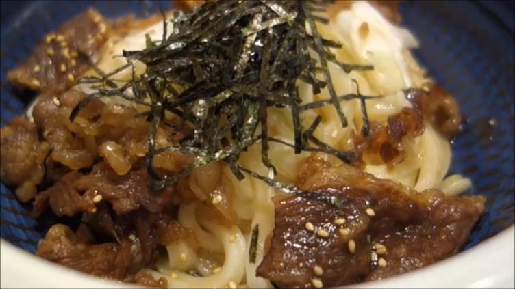 【丸亀製麺 神戸牛を使った高級うどんと丼を期間/数量/店舗限定!】神戸牛旨辛つけうどん(890円)と焼肉丼(590円)両方食べてみた