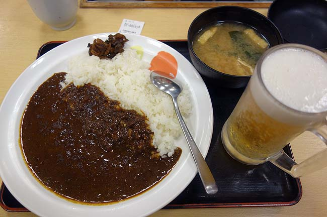 松屋はビールが180円と安かった!大好きなカレーをアテに昼呑みいたしましょう