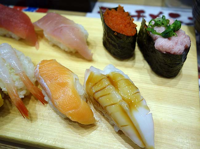 【Youtube動画有】平日お昼はワンコインの握り寿司ランチが!立ち喰い鮨 すし三崎丸 新橋店