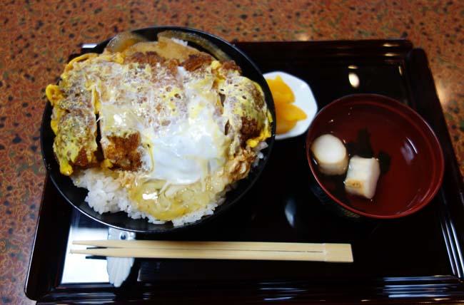 札幌すすきのでかつ丼目当てでこぞって客が押し寄せる家庭的な味の大衆酒場「なかむら」北海道