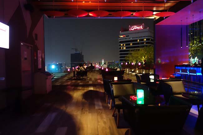 【タイバンコクルーフトップバーはしご】今回泊まったホテルもすごかった♪「RedSquare Rooftop Bar」ノボテル バンコク スクンビット4 (Novotel Bangkok Sukhumvit 4)ナナ駅