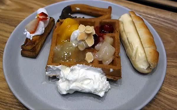 星野リゾート【OMO7 旭川】朝食バイキングはワッフルを中心にパン系大好きな人にはたまんない?