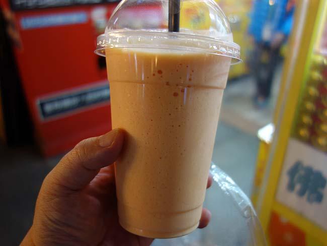 西哥木瓜牛奶「饒河街觀光夜市」♪台湾屋台名物果汁100%のパパイヤミルク