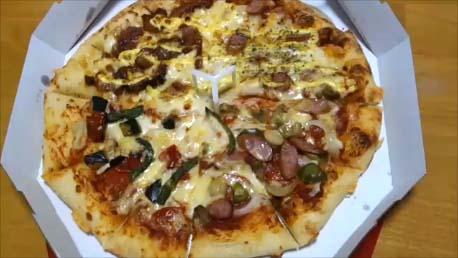 【ピザハットPizzaHut 楽天セールでLサイズピザ半額】おいしみ4にて4種類の味が楽しめてデリバリーお値段1800円は破格値!