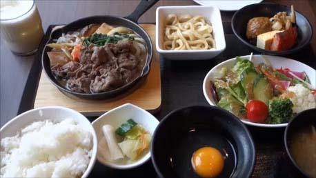 【朝食付ビジネスホテル宿泊記】朝食が美味しいと朝から幸せだ!Rホテルズイン北海道旭川(R Hotels Inn Hokkaido Asahikawa)すき焼き定食