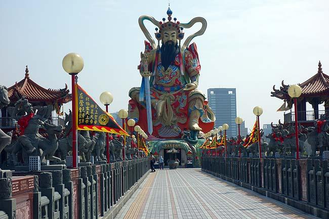 これぞ台湾高雄のお手軽B級珍スポット!蓮池潭(リャンチータン)湖をぶらり1周散歩