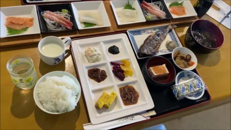 【北海道サロマ湖民宿は夕食に残った蟹は冷凍でお持ち帰り】漁師の宿らしい朝食とさらにお土産物の数々!予約のとれない サロマ湖 船長の家