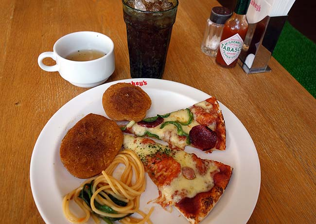 ストレス溜まりまくり!今日は徹底的に食ってやる!ピザ食べ放題と1000円ステーキ