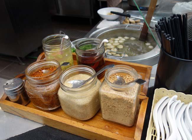サイアムセンターのフードコートはアジア各国の料理が食えます(タイバンコク)魚団子タイ風ラーメン