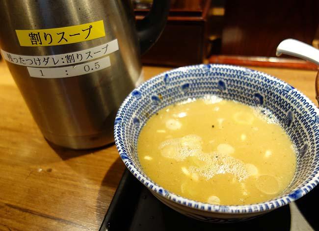舎鈴 アトレ上野店(東京)六厘舎つけ麺の廉価版♪あの濃厚豚骨魚介と極太麺がいかに再現されているか