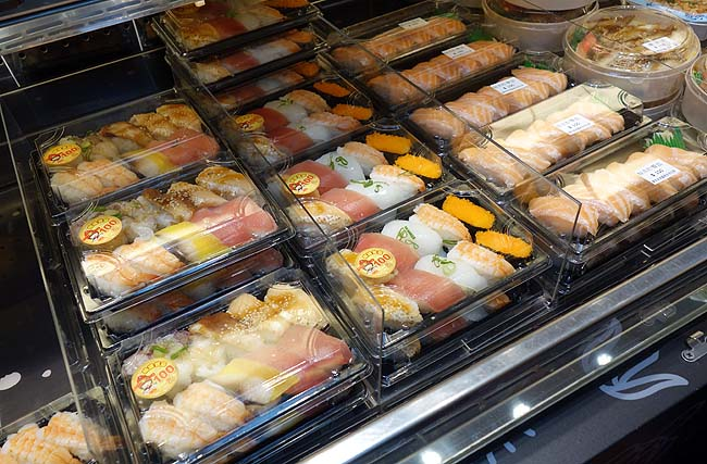 台湾では1貫10元[35円]で購入できるテイクアウト寿司がよく売っています「争鮮外帯寿司 台北駅