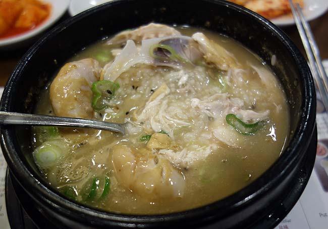 めっちゃ濃厚こってりタイプの参鶏湯は過去食べた最高の味「高峰参鶏湯」韓国ソウル明洞