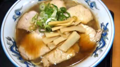 【北海道旭川行列ナンバー1ラーメン店】らーめん「天金」四条店にて正油チャーシュー麺と味噌ラーメンを食べて比較してみた