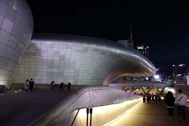 珍建築大好き人間に堪らないソウルの異色建築「東大門デザインプラザ」[DDP]韓国ソウル