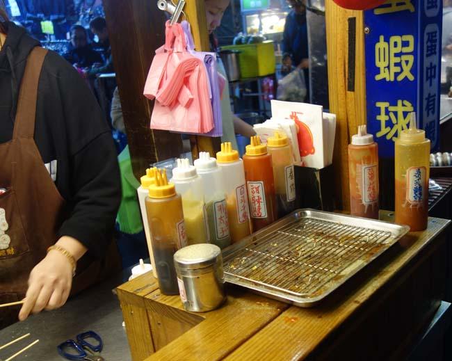 「焼鳥蛋」って焼鳥ではなくって玉子の串やったんですね~板橋湳雅觀光夜市(台湾新北市)