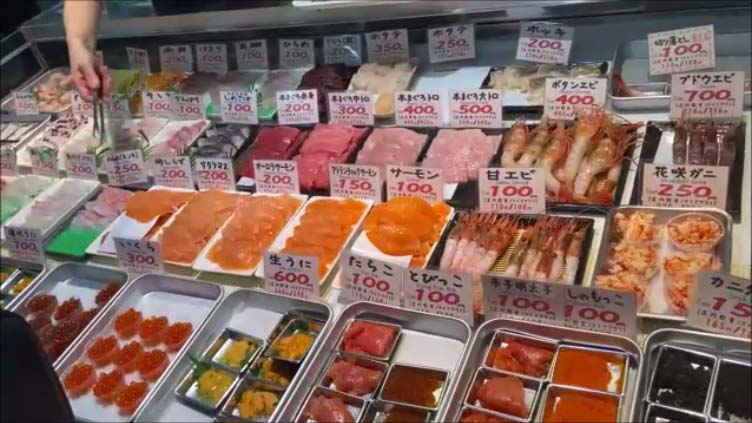【北海道釧路名物グルメ勝手丼】自分で好きな海鮮ネタを選び丼の上に乗せていただく海鮮丼/私が北海道旅でよくやってきたことは?