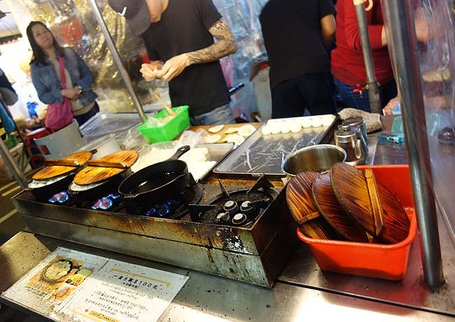 上海鐵鍋生煎包「饒河街觀光夜市」へ(台湾)屋台で焼小籠包が美味しそうやったんでテイクアウト