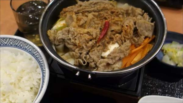 【Youtube動画有】吉野家の冬の定番!「牛すき鍋膳」と今季節限定「麻辣牛鍋膳」を食べ比べてみた