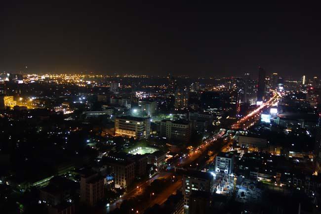 【バンコク】タイは建築基準が違うので高層階にこんなルーフトップバーが作れます「ZOOM(ズーム)」アナンタラ バンコク サトーン (Anantara Sathorn Bangkok Hotel)