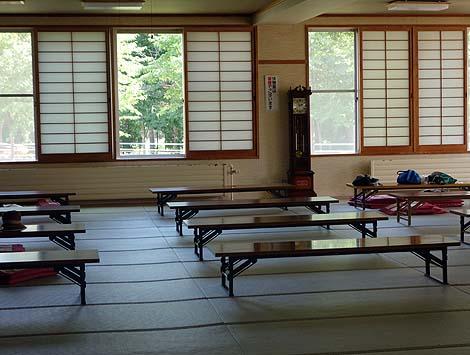 入浴料410円で楽しめる茶褐色の泉質「丹頂の里 サークルハウス赤いベレー」(北海道釧路阿寒)