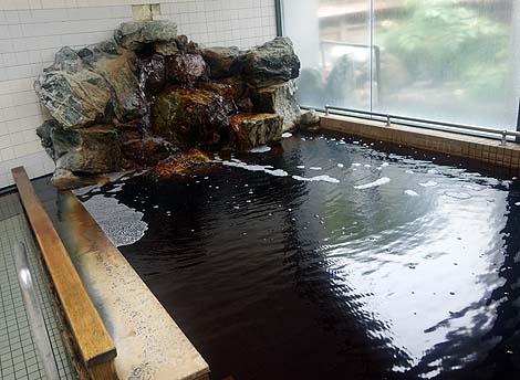 緑豊かな地に湧き立つ黒いモール泉のかけ流し「別海町交流センター 郊楽苑」(北海道別海)
