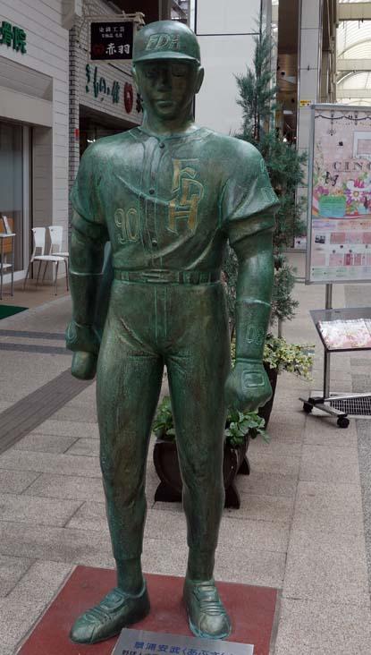 水島新司の漫画キャラクター銅像が勢揃い!「ドカベンロード」(新潟市古町)
