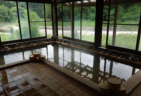 激熱系の源泉かけ流し100%温泉旅館「宮下温泉 栄光舘」(福島県大沼郡)