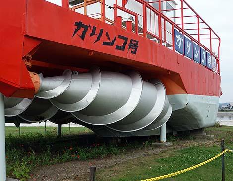 ドリルがついた珍しい砕氷船が展示されています「初代ガリンコ号」(北海道紋別)