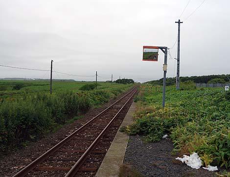 客車の形した無人駅として有名でしたが2016年3月に廃駅となりました「JR花咲駅」(北海道根室)