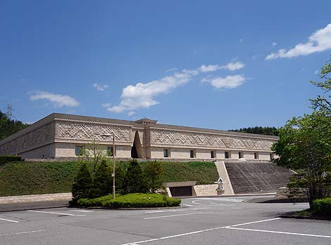巨大な神殿と美術博物館・・・こういうの金持ってるん新興宗教だな「崇教真光 世界総本山」と光るミュージアム【光記念館】(岐阜高山)