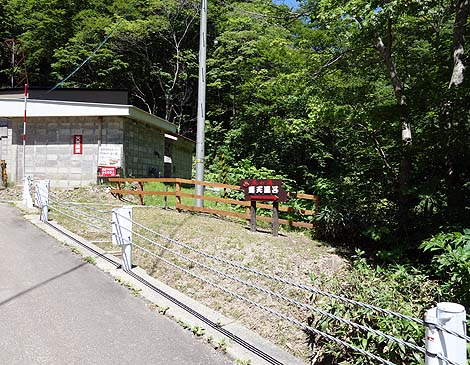 激流の川沿いにある無料混浴露天野湯「平田温泉露天風呂 熊の湯」(北海道八雲町)