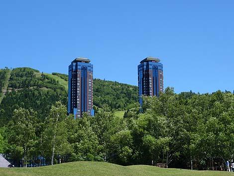 雲海観光の拠点に出来る高級タワーホテル「星野リゾート トマム ザ・タワー」(北海道トマム)