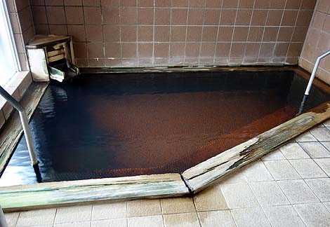 炭酸泉・鉄鉱泉の両方の泉質が楽しめる源泉かけ流し「東鳴子温泉 いさぜん旅館」(宮城)