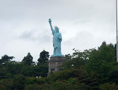高さ20.8m!ニューヨークにある実物の4分の1です「日本一の自由の女神像」(青森おいらせ町)