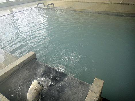 硫黄の香りプンプンの100%源泉かけ流しを謳う宿!燕温泉「ホテル花文」(新潟妙高)