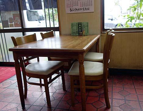 神武食堂(青森つがる市)地方ローカル大衆食堂でいただく絶品担々麺!