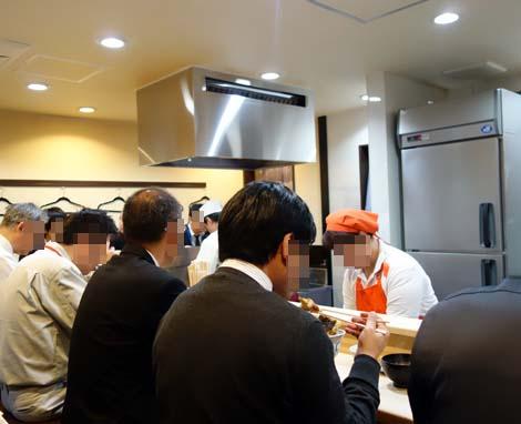神田 天丼家(東京神保町)わずか600円で海老、キス、イカ+2品天ぷらの絶品天丼!