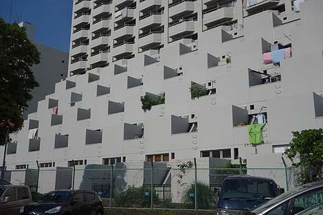 昭和の斬新なデザインが現在もそのまま残る巨大団地「河原町団地」(神奈川川崎)珍建築