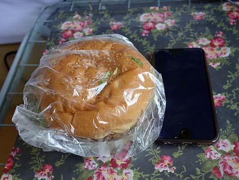 キングタコス[KING TACOS] 長田店(沖縄宜野湾)絶妙な味付けのタコスととんでもないでかさのジャンボバーガー