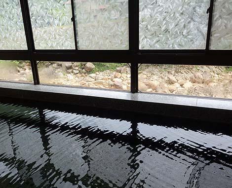 山ん中にある川から温泉が湧き出す温泉地の1軒宿♪尻焼温泉「ホテル 光山荘」(群馬吾妻郡)